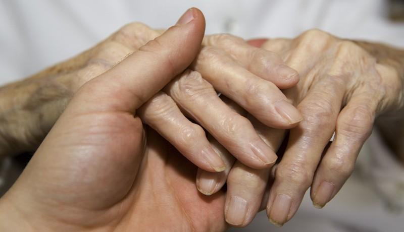 пораженные артритом пальцы