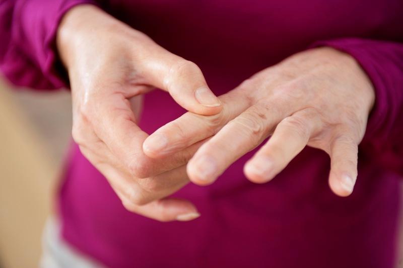 какие признаки артрита пальцев