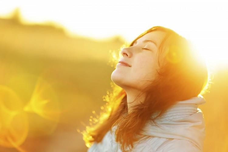 Регулярное пребывание в солярии либо под палящим солнцем может вызвать псориаз