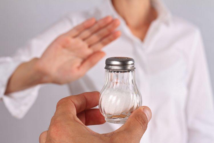 Больному из рациона следует исключить соль