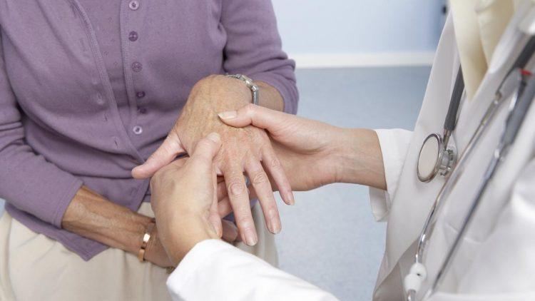 При первых признаках болезни следует обратиться за помощью к врачу