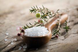 Морская соль при псориазе — как принимать ванны с солью при псориазе