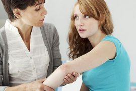 Псориаз на теле у взрослых: симптоматика и лечение